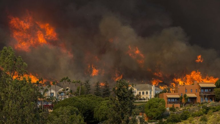 malibu-california-woolsey_fire-2-getty-h_2018